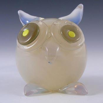 Seguso Vetri d'Arte Opaline Glass Owl Paperweight