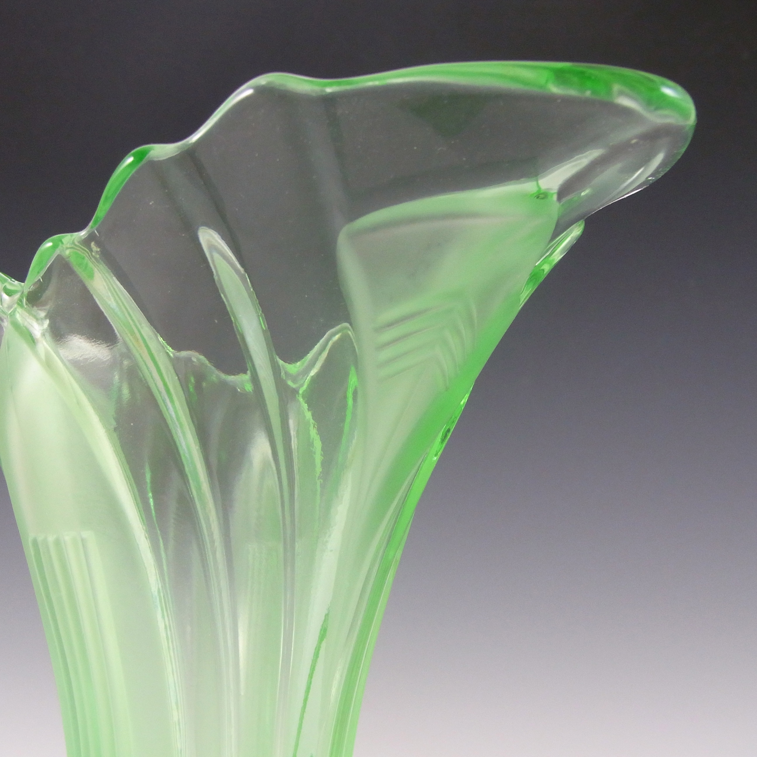 "Walther & Sohne 6.5"" 1930's Art Deco Green Glass 'Greta' Vase - Click Image to Close"