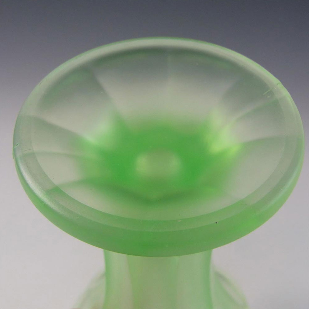 Walther & Sohne Art Deco Uranium Green Glass Vase - Click Image to Close