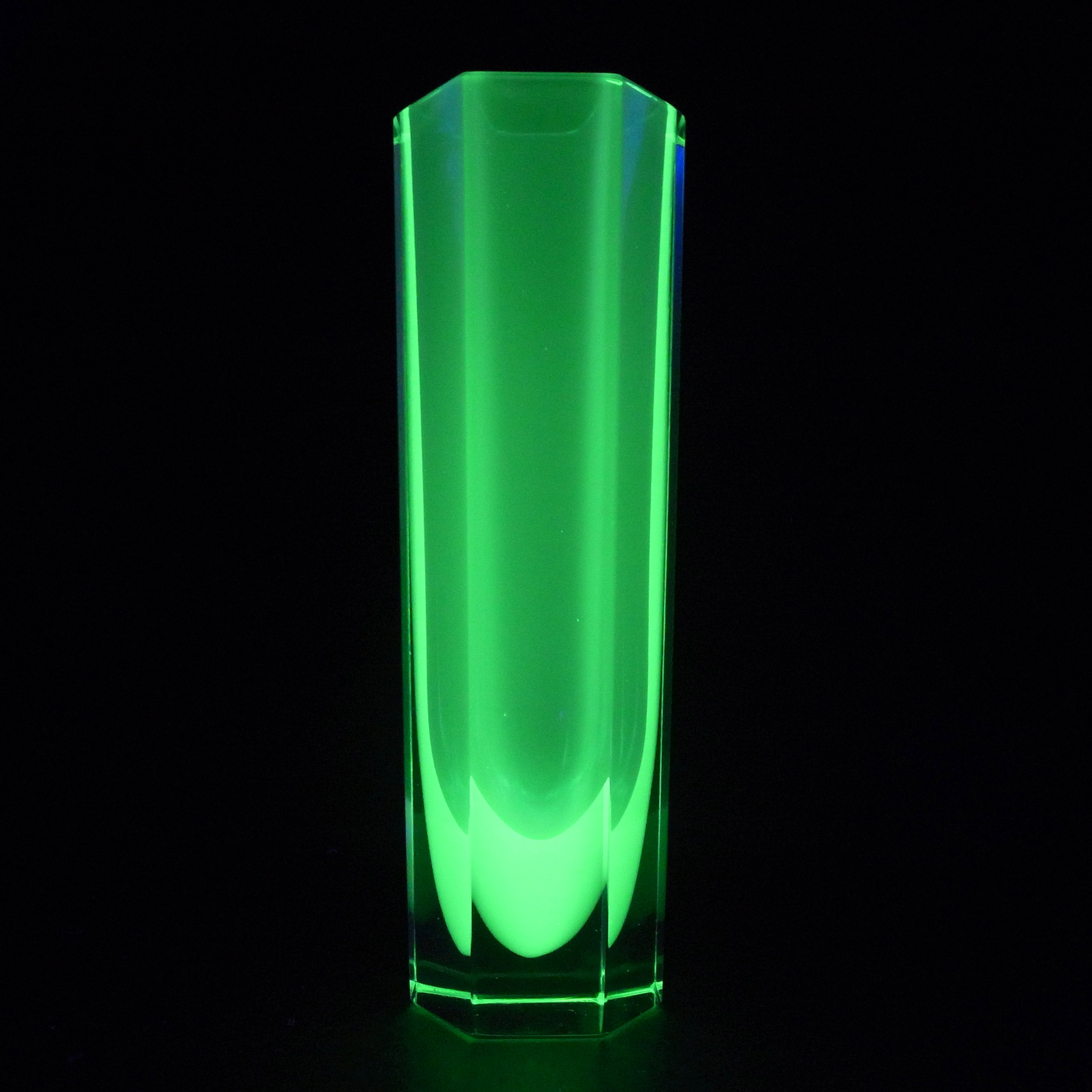 Murano Faceted Blue & Uranium Green Sommerso Glass Block Vase - Click Image to Close