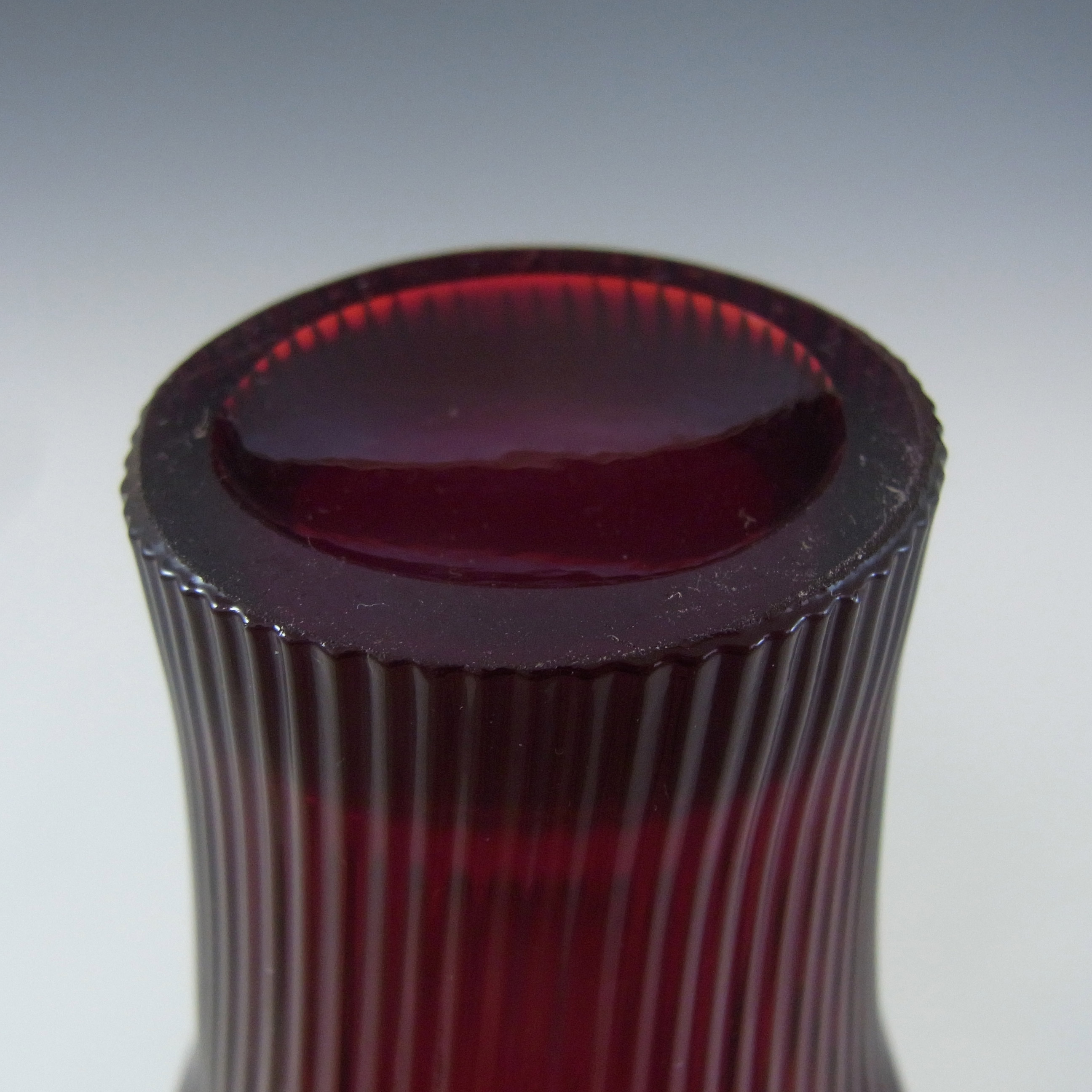 Gullaskruf Swedish Red Glass 'Reffla' Vase by Arthur Percy - Click Image to Close