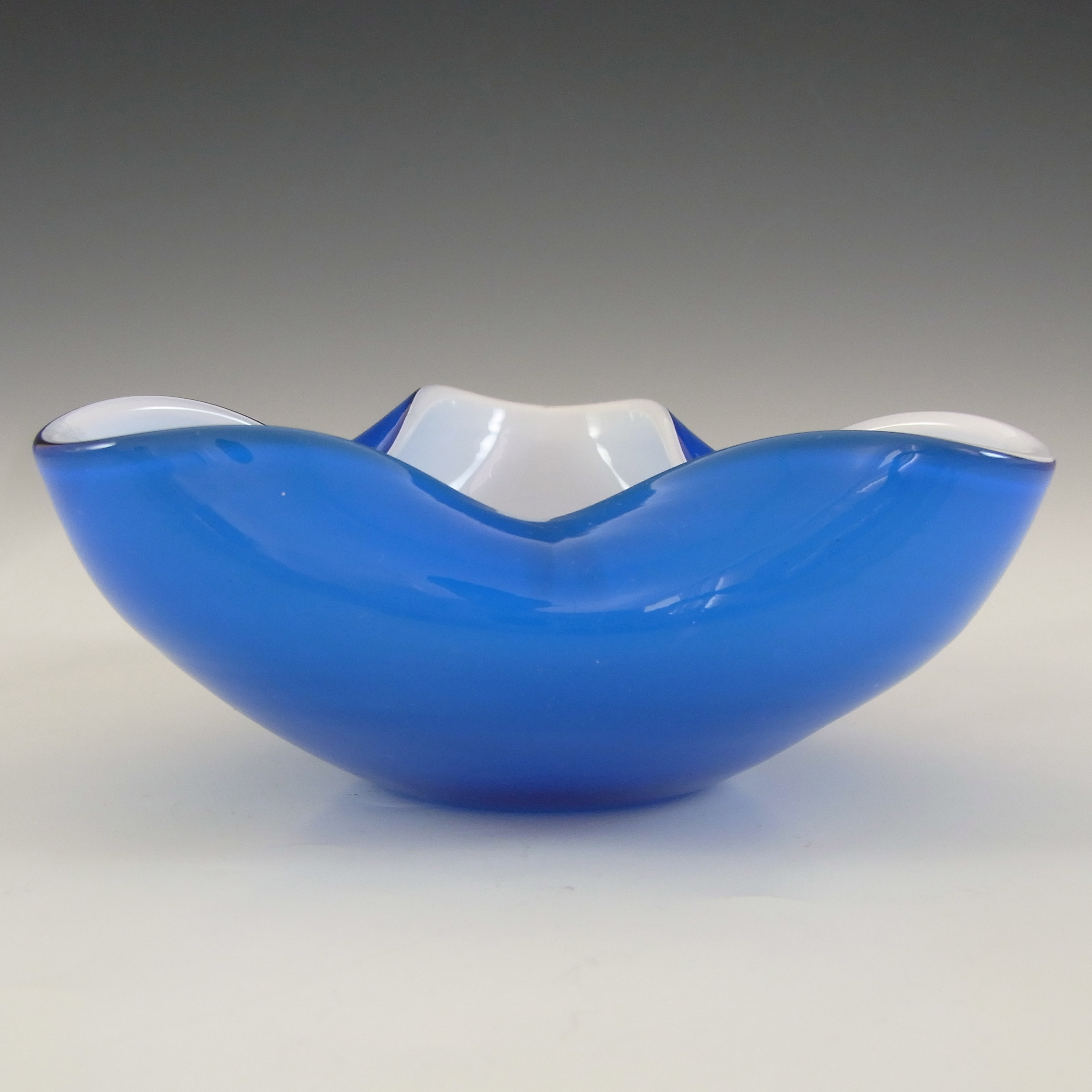 Japanese Blue & White Cased Glass 'Wales' Biomorphic Bowl - Click Image to Close