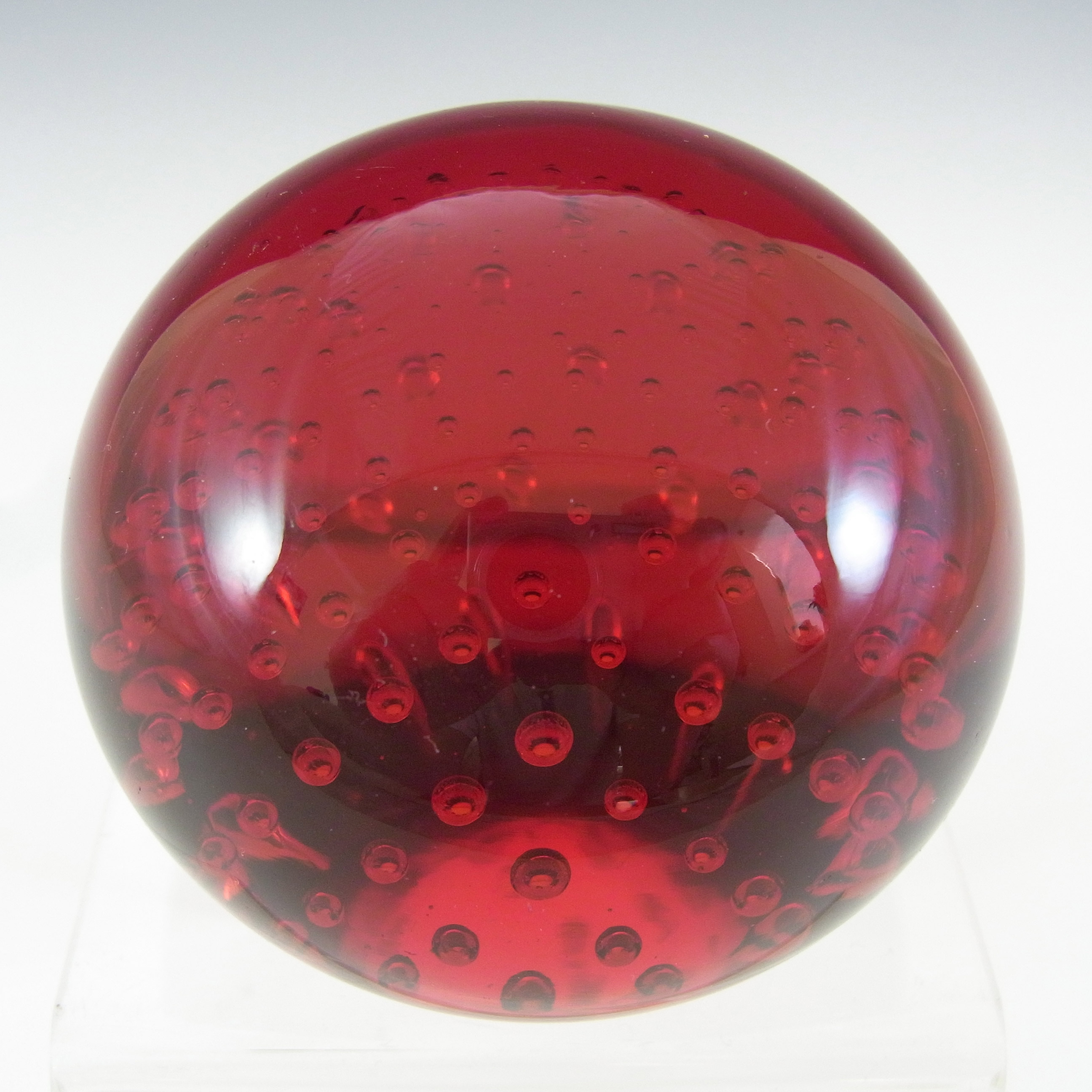Whitefriars #9308 Ruby Red Glass Controlled Bubble Paperweight - Click Image to Close