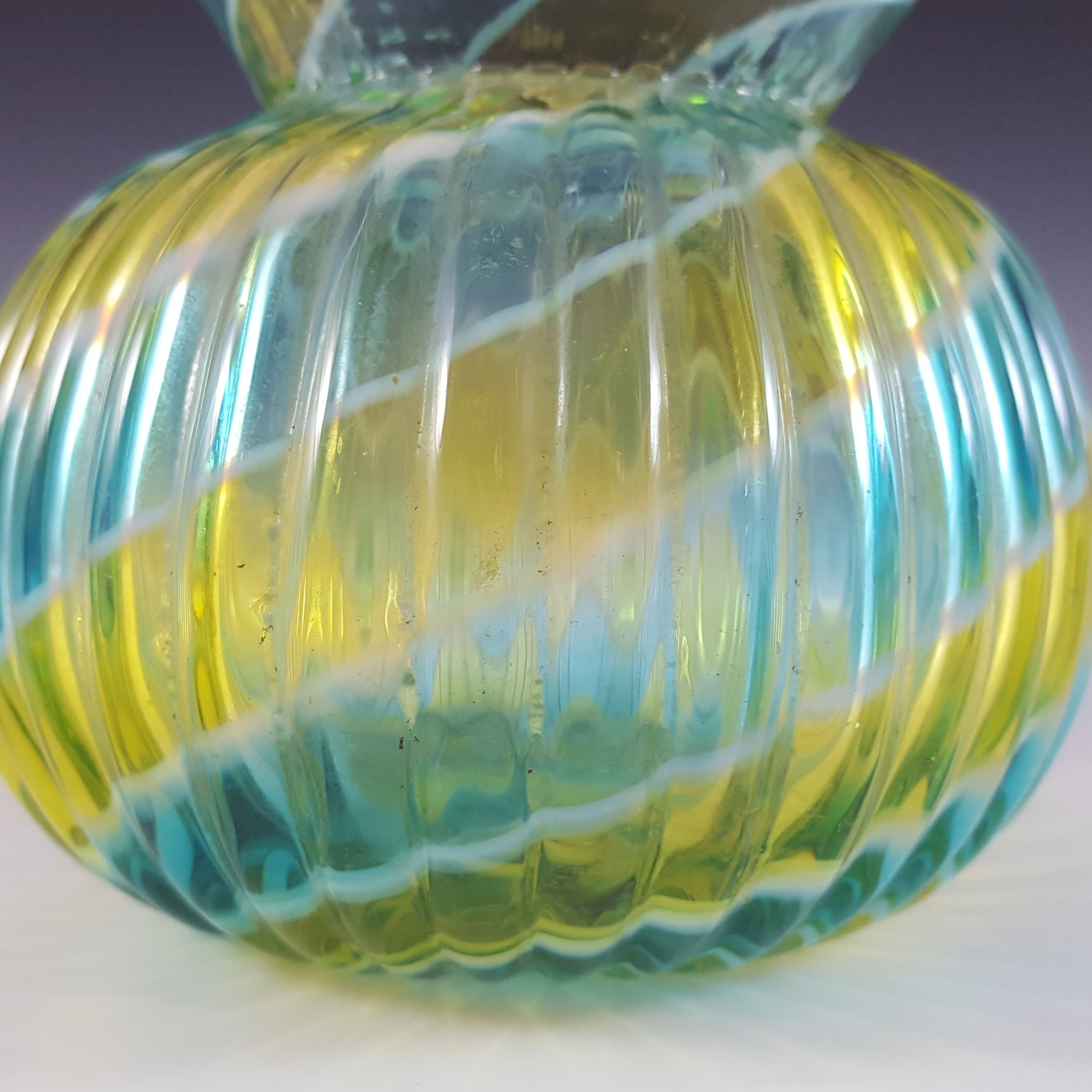 Victorian Stourbridge Yellow, Green & White Glass Ribbed Vase - Click Image to Close